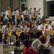 Orkestar gitara Letnja skola gitare novi sad
